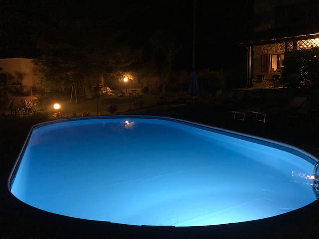 LA VISTA- tuscan style, pool, wifi