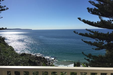 On the Ocean Whale Beach Cottage - House