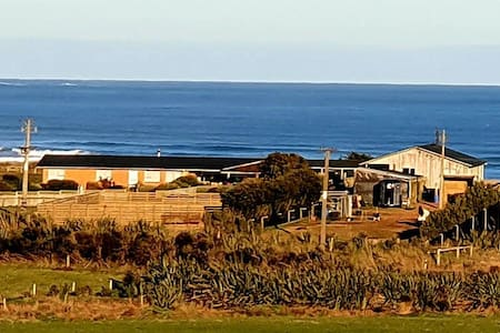 Luna Sea Lodge. Rural with Sea views.