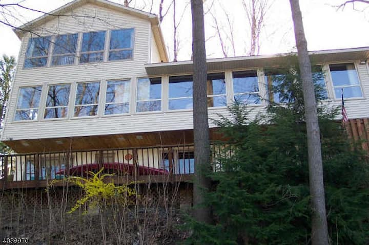 Secluded Retreat Waterfront Pohatcong 1 hr to NYC