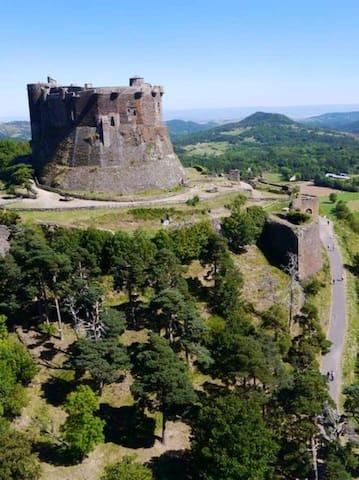 Studio 4p au pied du château de Murol