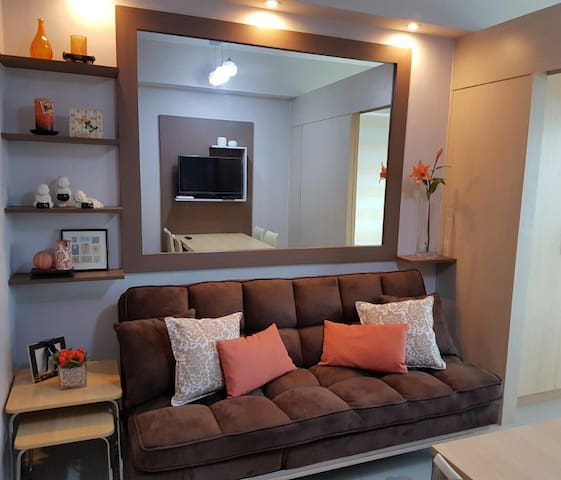 Fully Furnished Cozy 1BR Condo Beside Mall - Quezon City - Apartament