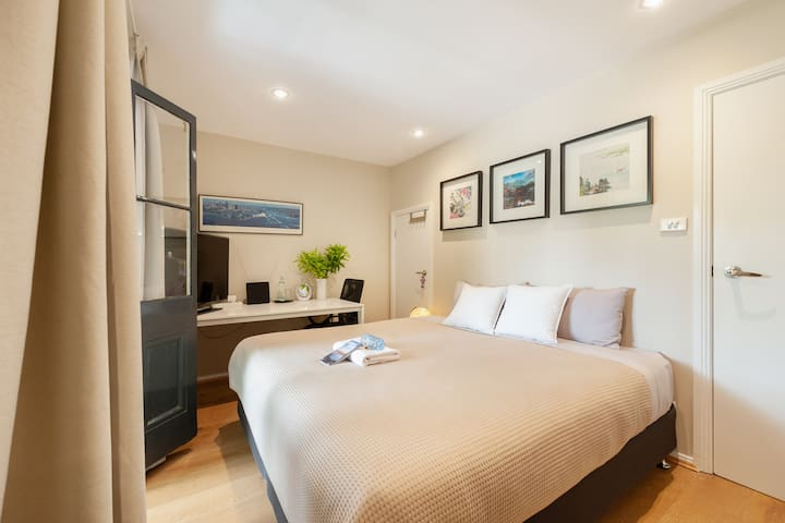 Sydney Central,King bed&balcony in renovated house