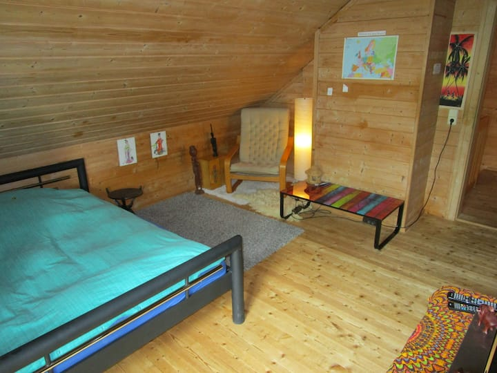 Gemütliches Zimmer in Holzhaus