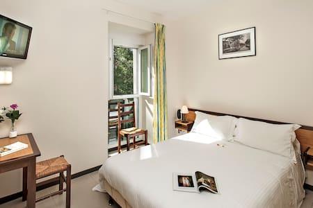 Hôtel Les  2  Rives: standard BB - Banassac
