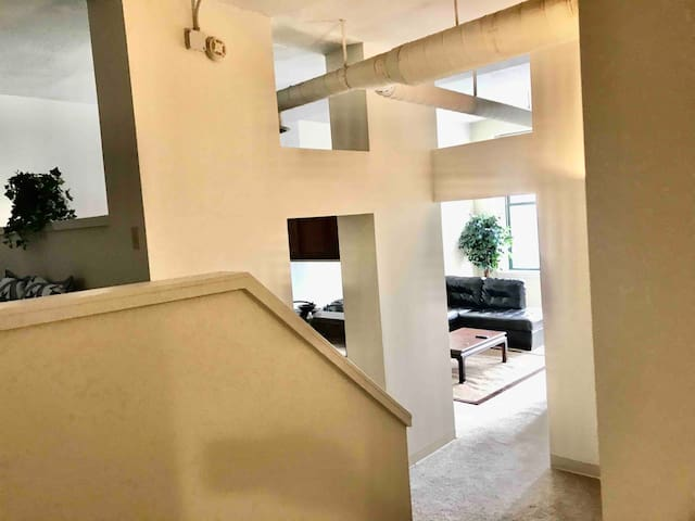 Luxe Apartment Steps from Bankers Life Stadium