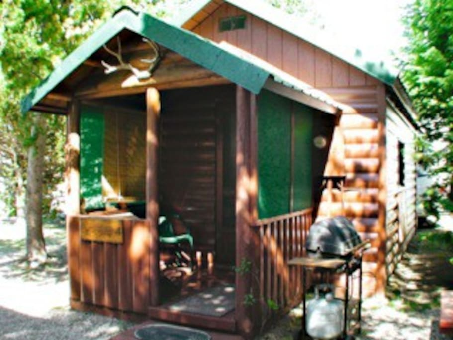 Wagon wheel yellow wabler cabins for rent in west for Yellowstone cabins west yellowstone