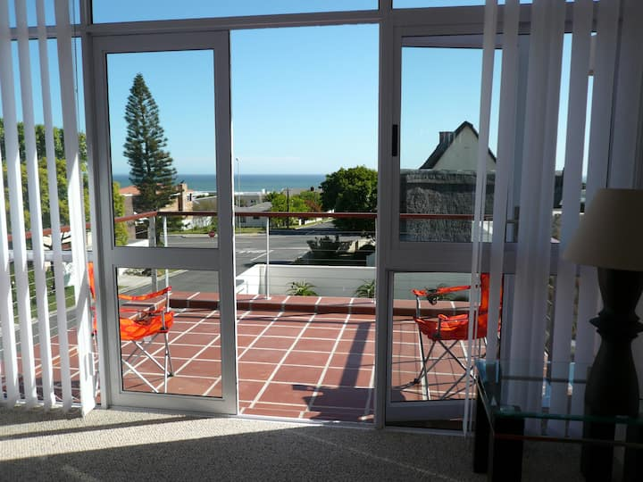 Comfortable holiday home close to  Voelklip Beach