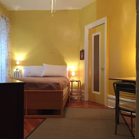 Large Quiet Bedroom in South Harlem