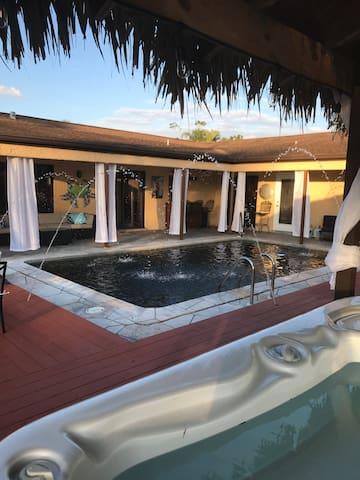 Resort Style Backyard!  Private Tiki Bar!