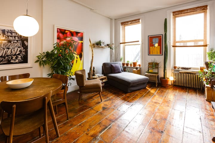 Beautiful brownstone for music lovers & creatives