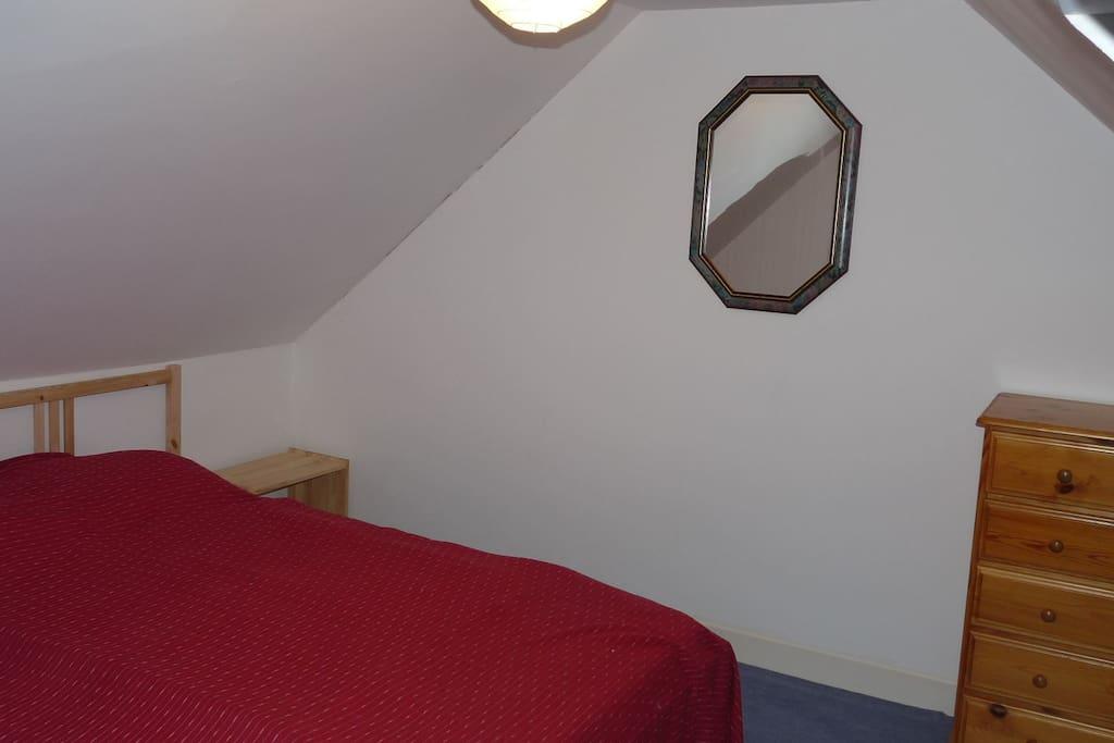 2ème chambre mansardée avec lit 140 et lit 90