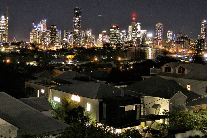 Travelling Couples Visiting Brisbane - Stay Here