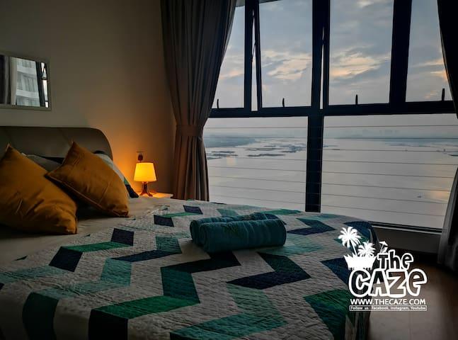 """THE CAZE"" Seaview homestay (Facing Singapore)"