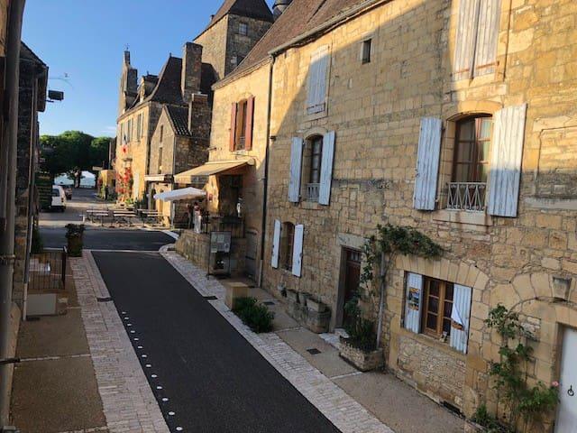 Joli appt dans centre du village médiéval périgord