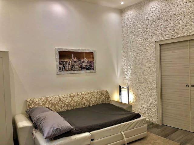 secondo letto nel salone (divanoletto) / other bed in the living room (sofa bed)