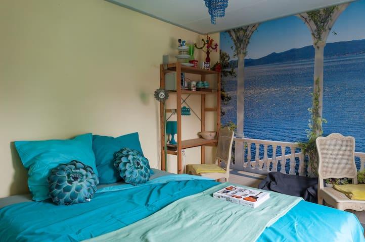 Blue room Goirle/Tilburg nr Amsterdam, Antwerpen