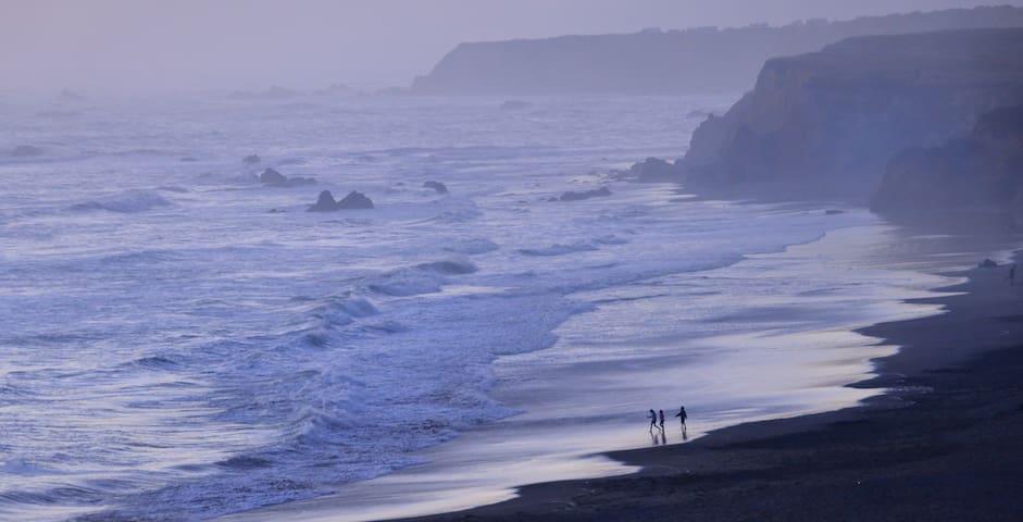 Stunning views of the Coast; Hot Tub, Wi-Fi, Beach