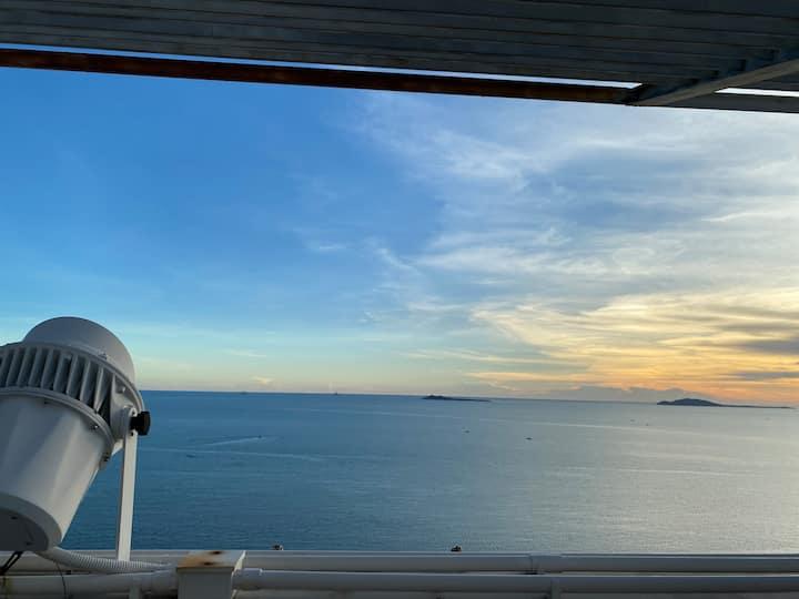 三亚湾椰梦长廊\风情之夜\高层躺在床上看海(看落日更美)\可免费接机