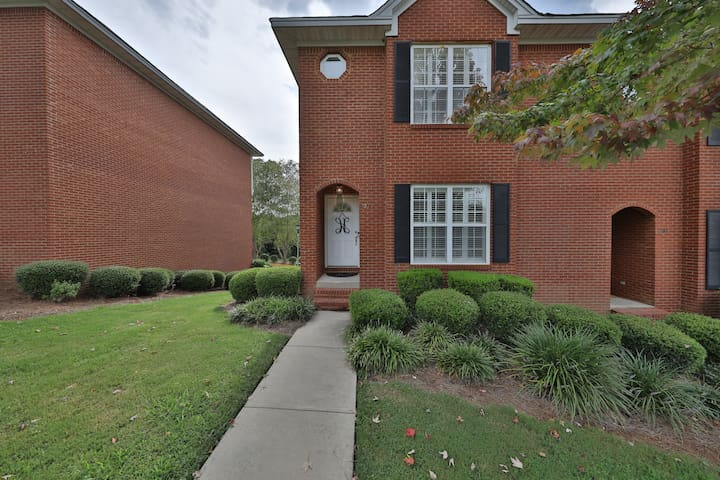 Spacious townhome, 2 miles of AU & Downtown