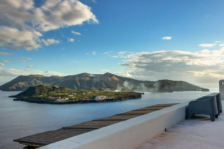 Vulcan Island Villa with Breathless View - ลิปาริ - วิลล่า