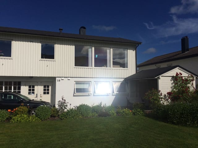 A cozy flat nearby the lake - Alesund - Daire