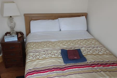 Cozy double bedroom with brand new double bed - Waterford - Dom