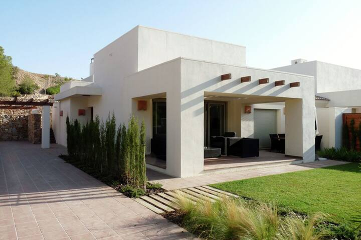 Villa on the luxurious golf resort of Las Colinas, with swimming pool, near Murcia