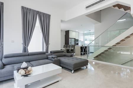 OPENING SALE! Elegant Townhouse with Pool (1) - Singapore