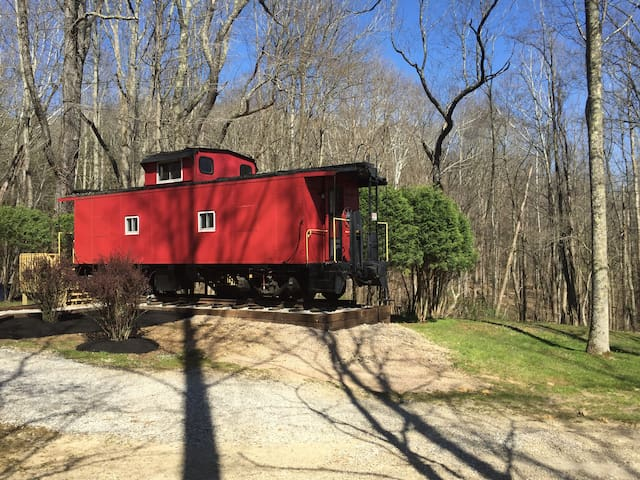 The Hocking Hills Caboose - South Bloomingville - Tren