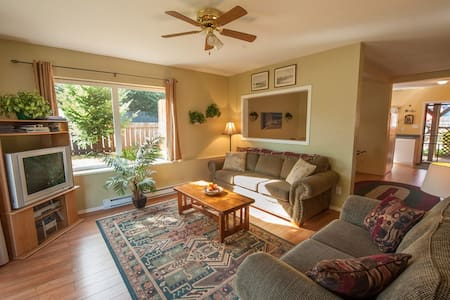Cumberland Guest House Unit A ~ 3 Bedroom