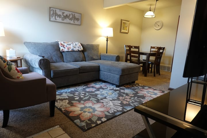 Entire 2 Bed Townhouse