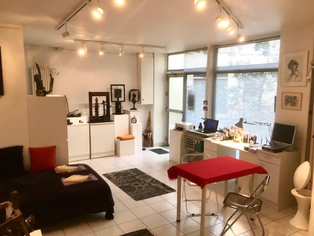 The Marais Artist Workshop in the heart of Paris!