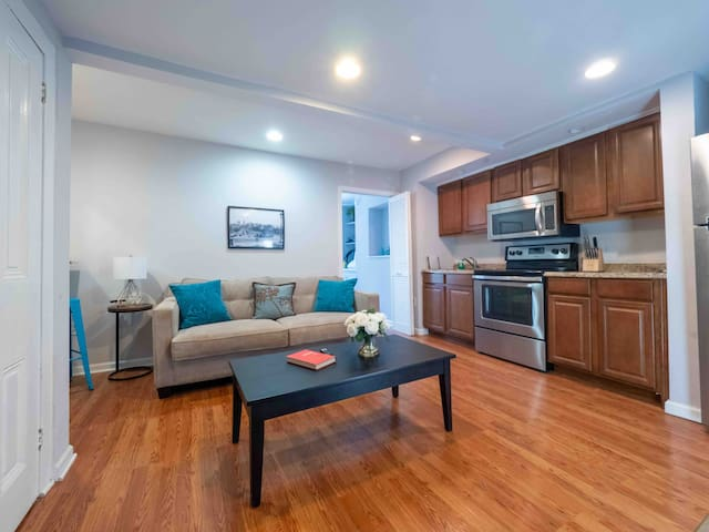 Large Rittenhouse apt with a GREAT Bed