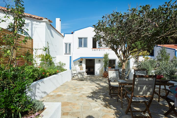 Sintra Luxurious guest Studio next to beach 2p