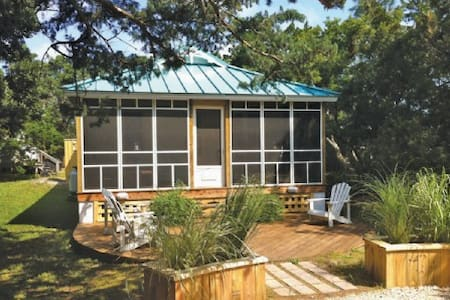 Cedar Grove Cottage-Pet friendly home with fenced yard.