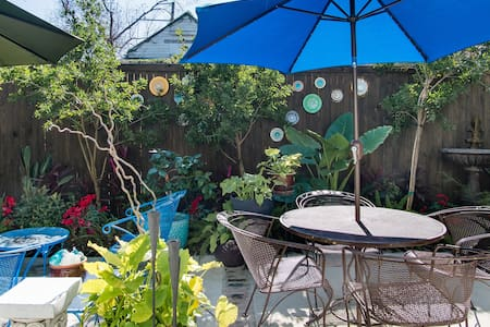 Lush Garden Retreat. Close to Fun, Food & Music.