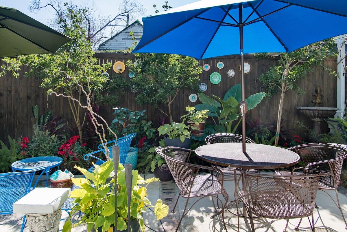 Lush Garden Retreat. Close to Fun, Food & Music.