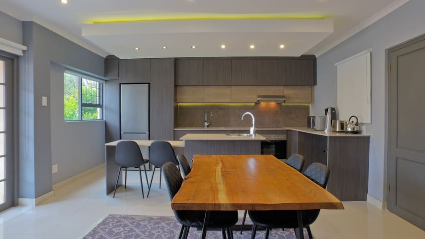 Modern One Bed - Bachelor Apartment