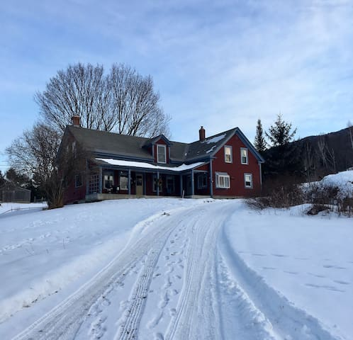 Beautiful Farm Getaway - Waterbury Center - House