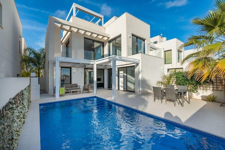 Stunning Three Bedroom Home in Quesada