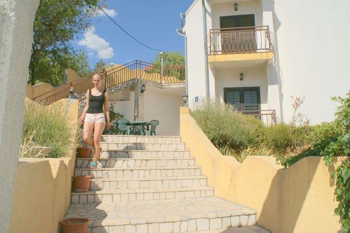 ulaz u kuću I terasa