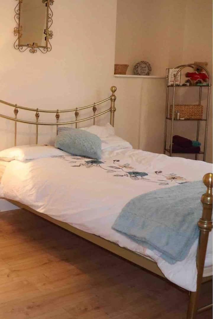 Delightful double room Merthyr Tydfil-