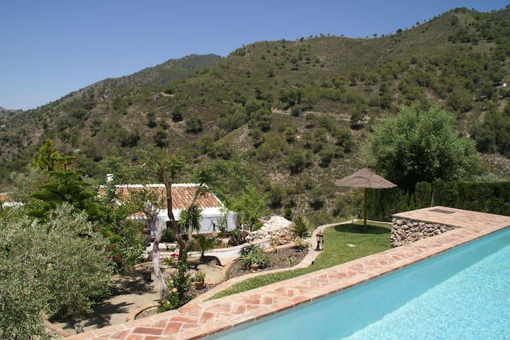 Charming Andalusian farmhouse with private pool in mountainous area