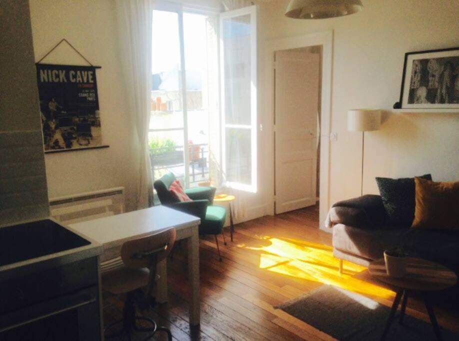 Main room + kitchen / Salon + cuisine