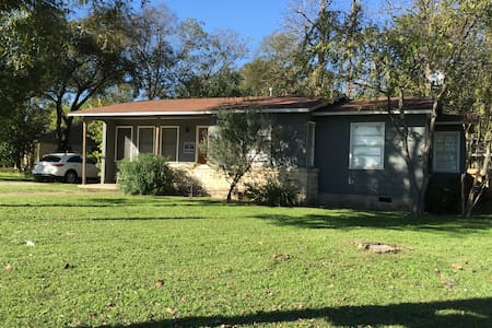 Prize Central home off W45th Street - Austin - House