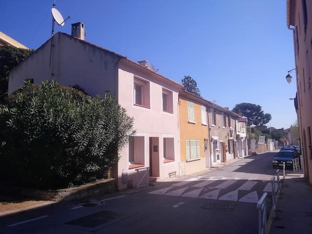Charming town house in leques near beach - Saint-Cyr-sur-Mer - Townhouse