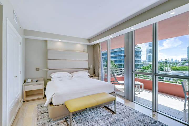 South Beach | City View Deluxe KIng Studio Suite w/Balcony