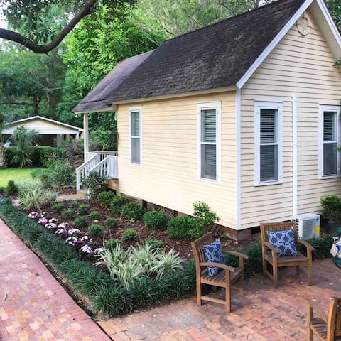 Historic Dauphin Street Guest Cottage