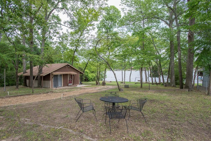 Lakeside Bliss Cabin for 2 / Cedar Creek Lake